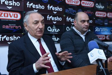 Economists Vardan Bostanjyan and Tadevos Avetisyan are guests in Hayeli press club - Photolure News Agency