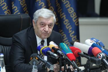 RA Minister of Emergency Situations Feliks Tsolakyan summarizes the results of the 'Constellation of Courage' awards ceremony during a press conference at the RA MES - Photolure News Agency