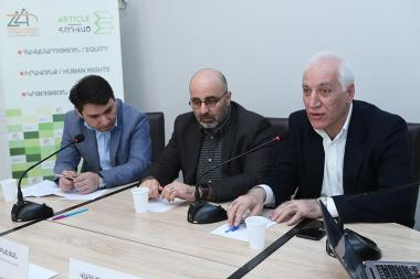 Director of 'Ameria' Consulting Tigran Jrbashyan, economists Vahagn Khachatryan and Haykaz Fanyan are guests in 'Article 3' press club - Photolure News Agency