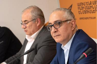 Owner of the 5th TV Channel Armen Tavadyan, Executive Director of 5th Channel Harutyun Harutyunyan and lawyer Hovhannes Khudoyan are guests at the Sputnik Armenia Press Center - Photolure News Agency