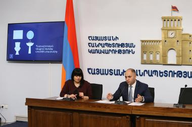 Chairman of the Commission for the Protection of Economic Competition Gegham Gevorgyan give a press conference at the RA Government's press hall - Photolure News Agency