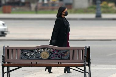 People wearing face masks to protect against coronavirus (COVID-19) in Yerevan, Armenia - Photolure News Agency