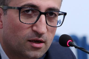 RA Minister of Health Arsen Torosyan gives a press conference after the Government's session - Photolure News Agency
