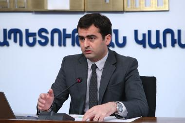 RA Minister of High-Tech Industry Hakob Arshakyan gives a press conference at the RA Government's press hall - Photolure News Agency