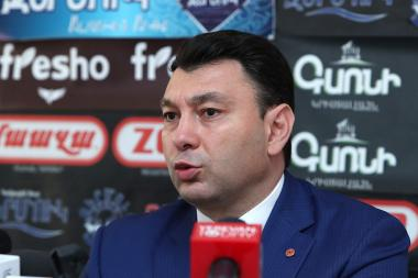 Speaker of the Republican Party of Armenia Eduard Sharmazanov gives a press conference in Hayeli press club - Photolure News Agency