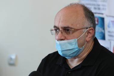 CEO of 'Novatel' LLC Minas Yerznkyan gives a press conference in Tesaket Press club - Photolure News Agency