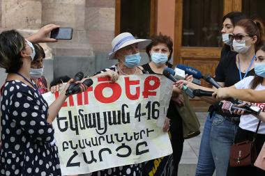 Residents of Yekmalyan Street hold a protest action in front of the RA Government - Photolure News Agency