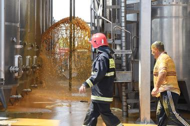 An explosion took place in the territory of 'Proshyan Wine-Brandy Factory' of Armavir village of Armavir Province. People killed or seriously wounded. Rescuers of the Ministry of Emergency Situations are working on the spot - Photolure News Agency