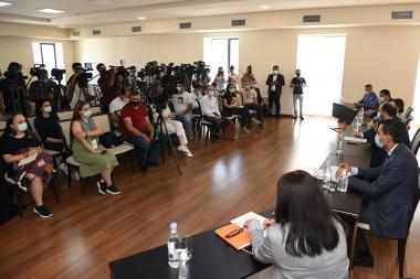 RA Minister of Education, Science, Culture and Sport Arayik Harutyunyan gives a press conference at the RA MESCS - Photolure News Agency