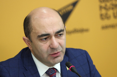 Leader of 'Bright Armenia' party Edmon Marukyan gives a press conference at Sputnik Armenia press center - Photolure News Agency