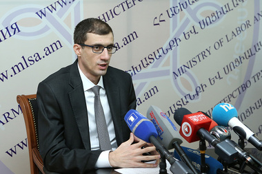 RA Minister of Labor and Social Affairs Mesrop Arakelyan gives a press conference - Photolure News Agency