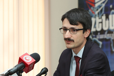 Political scientist Edgar Elbakyan gives a press conference in Henaran press club - Photolure News Agency