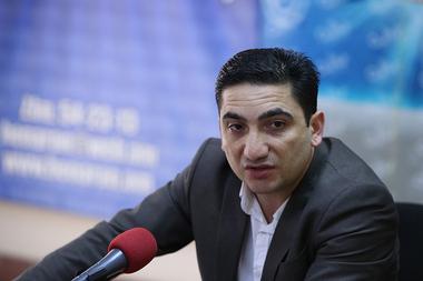 Media expert Nairi Hokhikyan gives a press conference in Henaran press club - Photolure News Agency