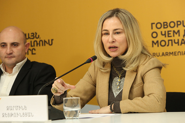 President of the Armenian Tourism Federation Mekhak Apresyan and head of the Hospitality Management Certificate Program Zarmine Zeytuntsyan are guests Sputnik Armenia press center - Photolure News Agency