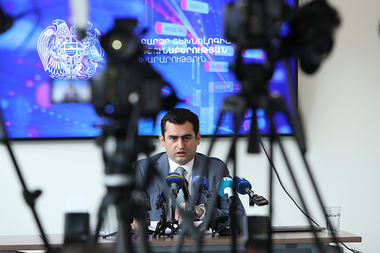 RA Minister of Transport, Communication and Information Technologies Hakob Arshakyan gives a press conference - Photolure News Agency
