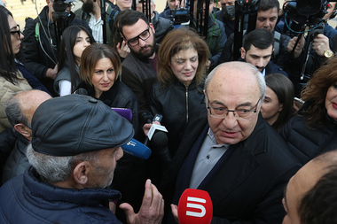 Vazgen Manukyan and Hrant Bagratyan met their supporters on Freedom Square of Yerevan, Armenia - Photolure News Agency
