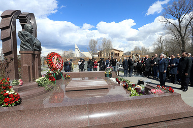 A homage was paid to the memory of Andranik Margaryan at the Komitas Pantheon - Photolure News Agency