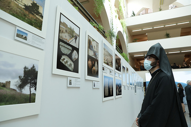 MHM0141840 - Photolure News Agency