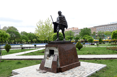 The statue of Mahatma Gandhi in Yerevan - Photolure News Agency