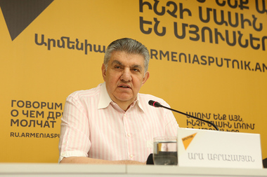 President of the Union of Armenians in Russia Ara Abrahamyan gives a press conference at 'Armenia' press center - Photolure News Agency