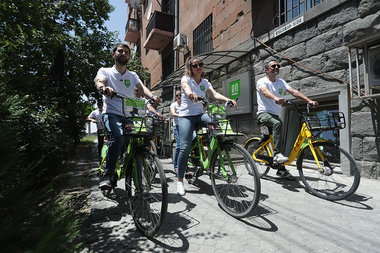 Citizen's decision Social Democratic Party hold a cycling tour in the streets of Yerevan on the third day of the pre-election campaign - Photolure News Agency