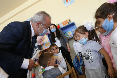 On the occasion of Knowledge Day, RA Minister of Education, Science, Culture and Sports Vahram Dumanyan and Deputy Minister Zhanna Andreasyan paid a visit to the secondary schools of Sotk and Kut communities of Gegharkunik Province of Armenia - Photolure News Agency