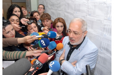 ARF (HYD) leader Vahan Hovhannisyan votes in the parliamentary elections 2012 - Photolure News Agency