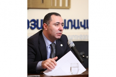 RA Minister of Labor and Social Affairs Artur Grigoryan gives a press conference at the RA Government's press center - Photolure News Agency