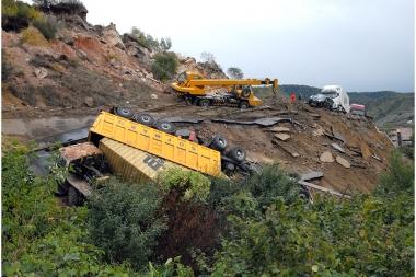 Cars caught in landslide on the 86th kilometer of the interstate highway Vanadzor-Bagratashen near the Ayrum railway station - Photolure News Agency