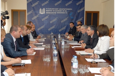 RA Minister of Economy Tigran Davtyan and NKR Minister of Economic Development Karen Yesayan hold a board sitting at the RA Ministry of Economy - Photolure News Agency