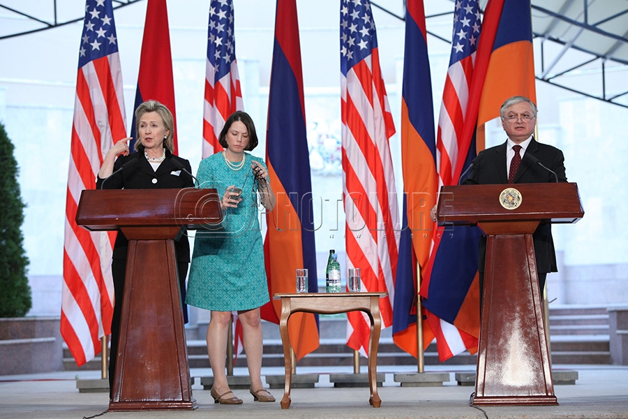 RA MFA Edward Nalbandian And The US Secretary Of State Hillary Clinton, At  The RA Presidential Residence Give A Press Conference