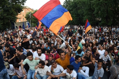 The police prevented protesting people to reach the RA Presidential Residence - Photolure News Agency