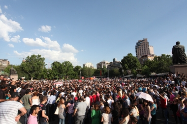 After yesterday's protest sit-in against electricity price increase in Armenia, people again held a protest action on Freedom Square - Photolure News Agency