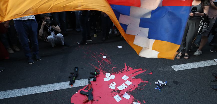 Clashes between the members of the Armenian Revolutionary Federation (ARF) Youth Union and policemen took place during a protest action in front of the RA Ministry of Education Science, Culture and Sport